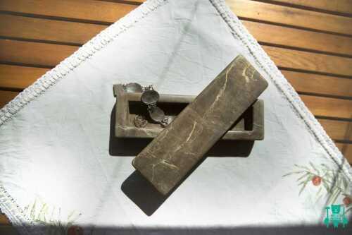 arte-in-pietra-scura-porta-gioie-2.jpg