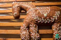 cavallo-di-pasta-mandorla-abruzzese-dolci-tipici-abruzzesi1.jpg