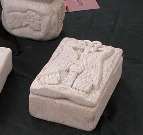 pietra-abruzzese-scrigno-pavoni.jpg