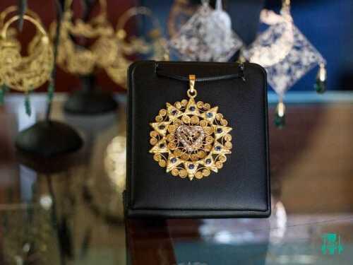 presentosa-ciondolo-zaffiri-e-diamanti-2.jpg