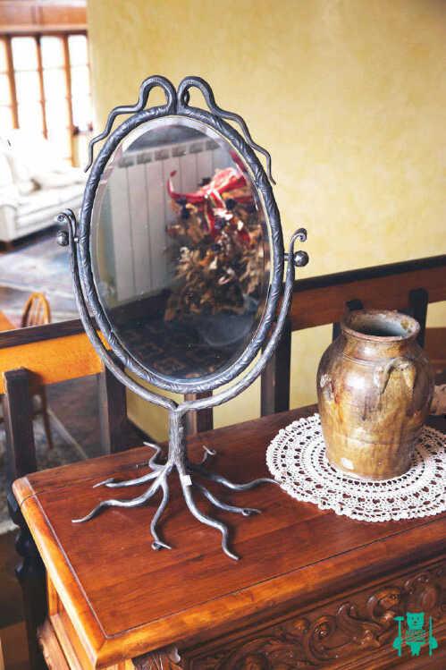 specchio-in-ferro-battuto.jpg