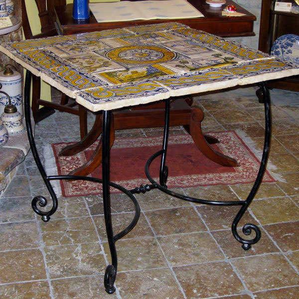 Tavolino in ferro battuto e maiolica | Abruzzonatural prodotti ...