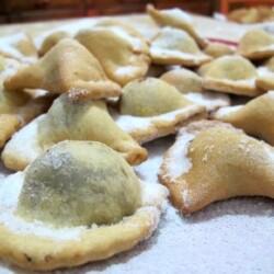 caggiunitte-ripieni-di-marmellata-d-uva--dolci-tipici-abruzzesi.jpg