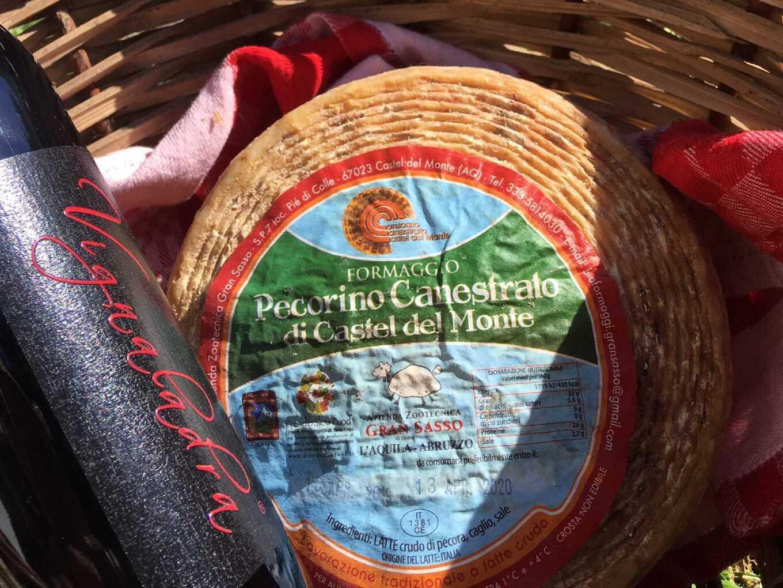 formaggio-pecorino-canestrato-castel-del-monte.jpeg