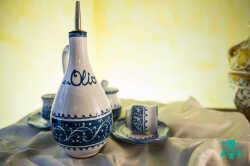 oliera-in-ceramica-decorata.jpg