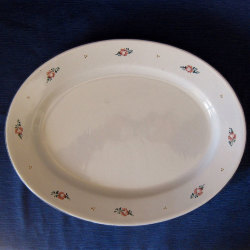 piatto-da-portata-in-maiolica-ovale-rosette.jpg